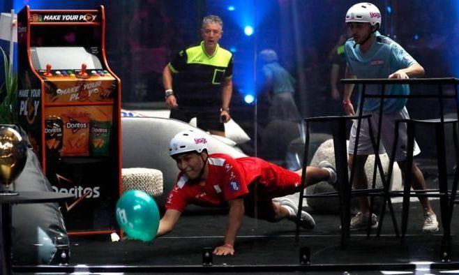 Піке організував. В Іспанії пройшов перший чемпіонат світу по грі з повітряною кулькою