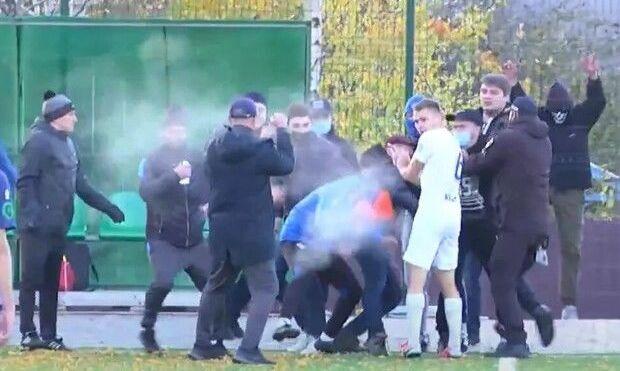 ВІДЕО, як на матчі Другої ліги вболівальники напали на команду через поразку